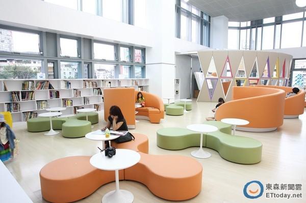 儿童阅览区内采用明亮,可爱的设计风格.图片