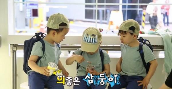 老大大韩拿著一桶冰淇淋在餵2