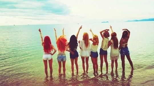 少女时代7月7日正式回归 沙滩辣腿养眼背影照曝光!