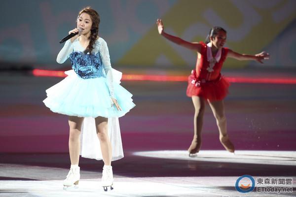郭书瑶舞蹈教学视频_郭书瑶扮「冰雪」艾莎滑冰 却一直听到金阳的名字