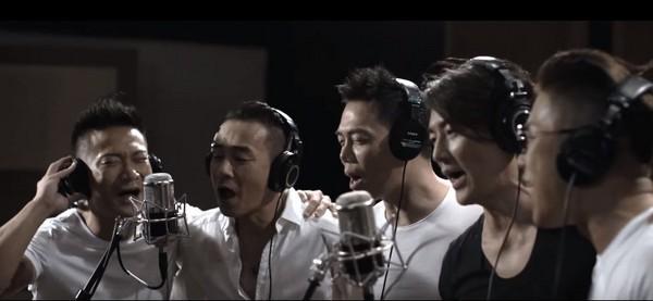 古惑仔迷哭了! 郑伊健带兄弟挺陈小春唱《友情岁月》图片