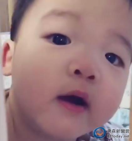 可爱外国宝宝噘嘴