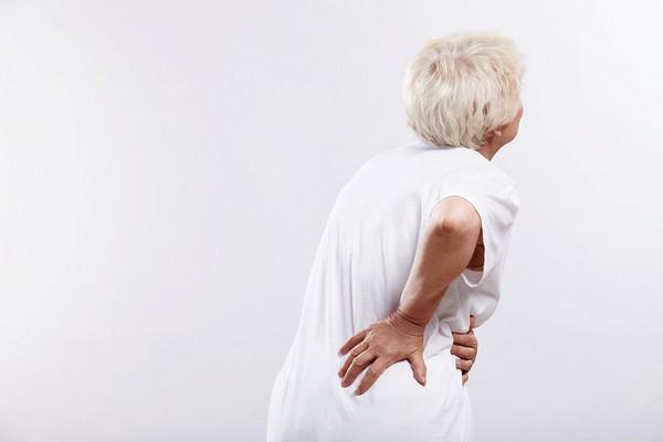 腰痛好紧绷?解5步骤伸展操+腹式呼吸 起床不再卡卡