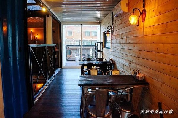 高雄轻工业风烧烤店 货柜小屋改装的深夜食堂