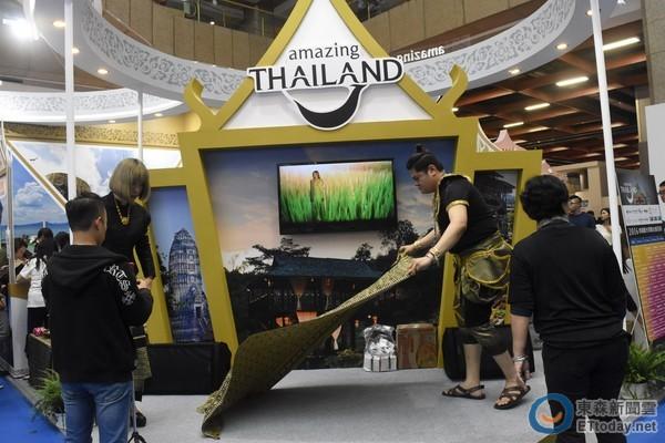 在摊位设计概念上,充分展现了泰国各处旅游景点的特色,包括泰国北部