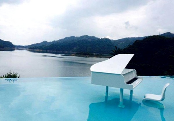 含钢琴的风景图