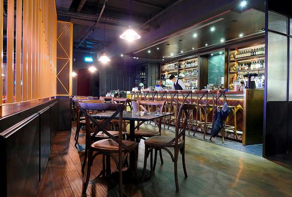 威士忌酒吧吧台设计