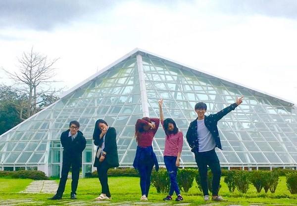 知卡宣绿森林亲水公园有迷你版罗浮宫金字塔.