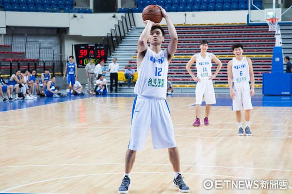 ▲▼瓊斯盃中華男籃 藍、白隊熱身測試賽,黃聰翰。(圖/記者季相儒攝)