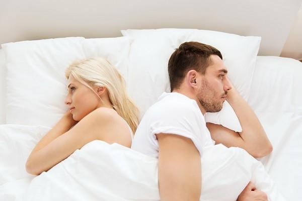 男偷吃被抓「后遗症太大」! 复合后床上再也硬不起来