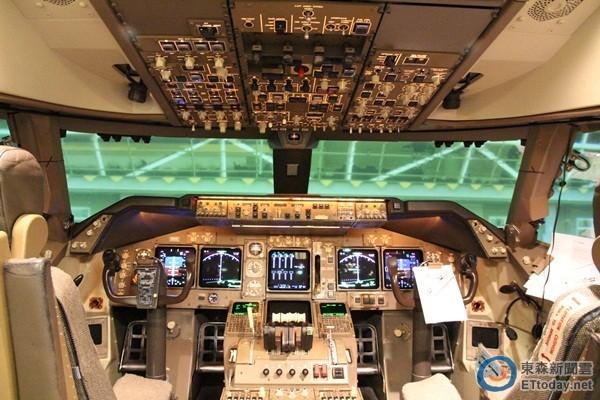 模拟驾驶舱示意图.(图/记者游琁如摄)