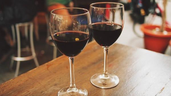 ▲喝酒,紅酒,高腳杯。(圖/取自免費圖庫Pixabay)