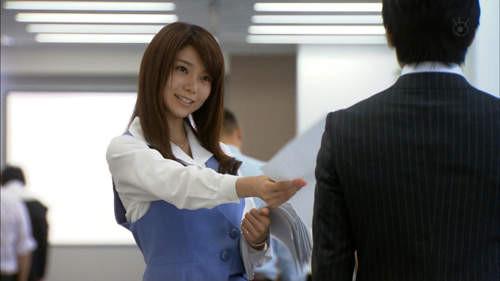 困惑表情的森カンナ,其实和akb48的岛崎遥香有明星脸