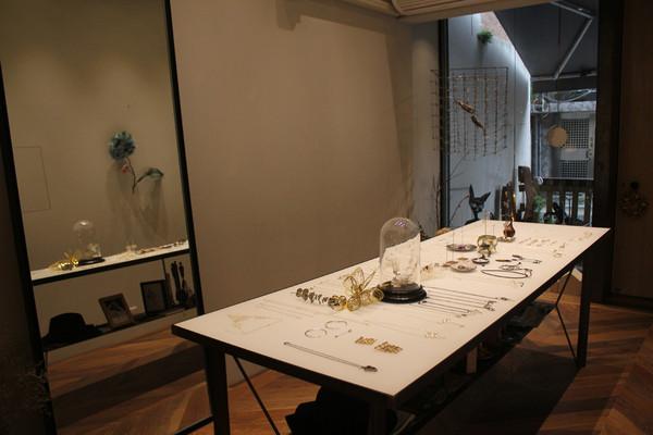 师大品牌店兼工作室的摆设,就有如蔡依珊的风格一般,简单却又别具图片