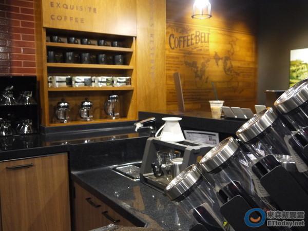 典藏门市内的咖啡吧台