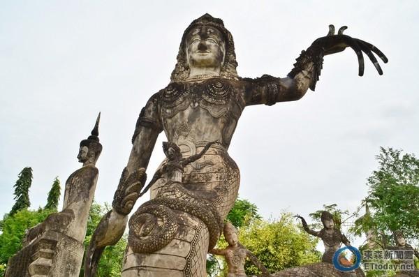 世界最神秘公园!泰国「拉萨鬼窟」200座怪雕像聚集