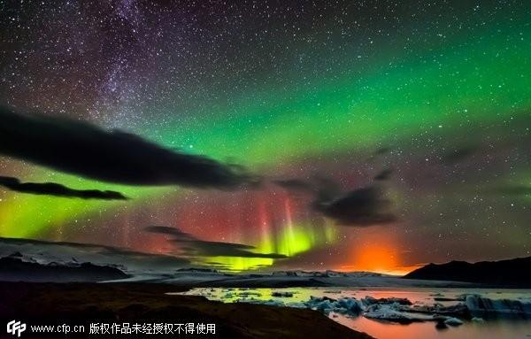 冰岛极光,银河,正在喷发的火山 全在一张照片上