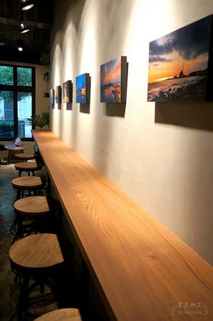 淡水复古工业设计感咖啡店 拥有上百坪的舒适空间