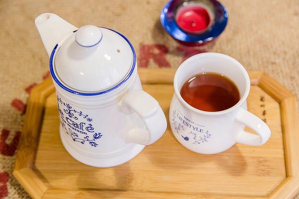 朋友点的茶,幸好这茶壶和茶杯都很正常.