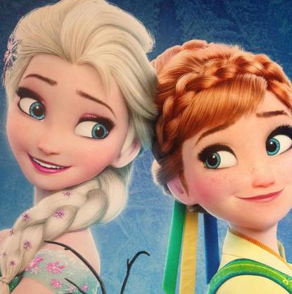 ▼迪士尼动画《冰雪奇缘》中的艾沙与安娜.(图/取材自迪士尼twitter)