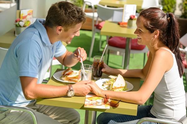 相親,戀愛,結婚,婚禮,婚紗,愛情,美好,浪漫,交往,親吻,接吻。(圖/達志示意圖)