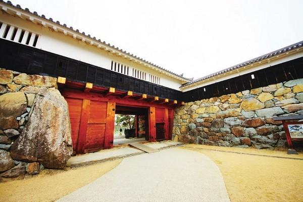 不屈服、有骨氣的漆黑古城 日本國寶五城「松本城」