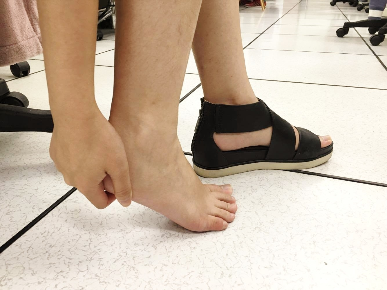 腳痛,腳,足底筋膜炎。(示意圖/記者李佳蓉攝)