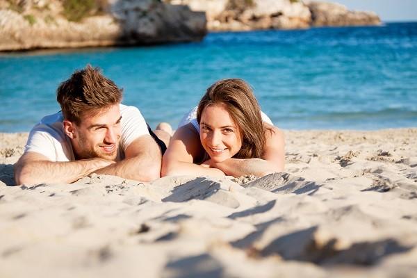 沙子摩擦肌膚容易使皮膚受傷,增加感染疾病風險。