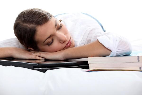 午休,睡覺,睡眠,趴睡,休息。(圖/達志/示意圖)