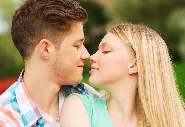 愛情,感情,男女,戀愛,交往,喜歡,親吻,接吻(圖/達志/示意圖)