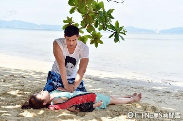 ▲溺水CPR。(圖/TVBS提供)