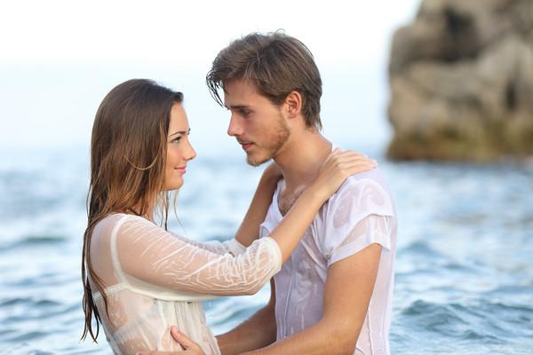 海邊性愛。