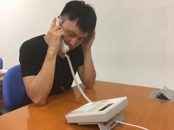 打電話,求救電話,男性壓力,男性求助。(圖/記者嚴云岑攝)