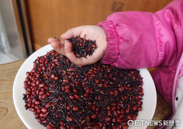 紫米,黑米,紅豆。(圖/記者李佳蓉攝)
