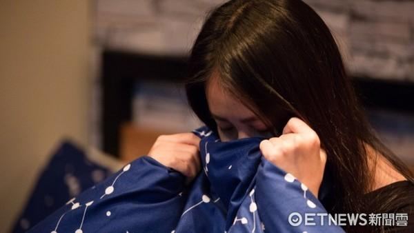 憂鬱,頭痛、偏頭痛、女孩哭示意圖。(圖/記者林世文攝)