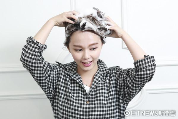 頭髮香氛護理-洗頭(圖/記者黃克翔攝)