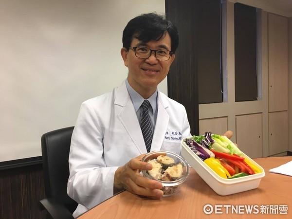▲餐餐「麵包」當主食 22歲女大生BMI24卻罹「糖尿病」。書田診所家醫科宋晏仁醫師。(圖/記者嚴云岑攝)