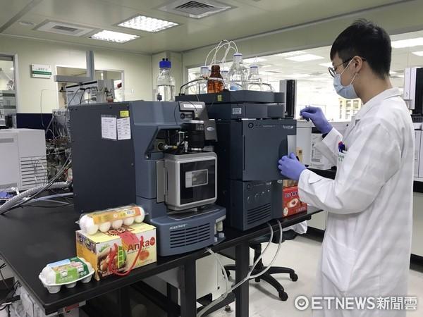 ▲芬普尼毒蛋檢驗只花2天就出爐 食藥署:10件樣品未驗出。(圖/記者嚴云岑攝)