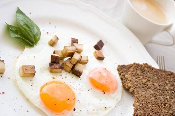 ▲雞蛋,荷包蛋,早餐。(圖/取自免費圖庫Pixabay)