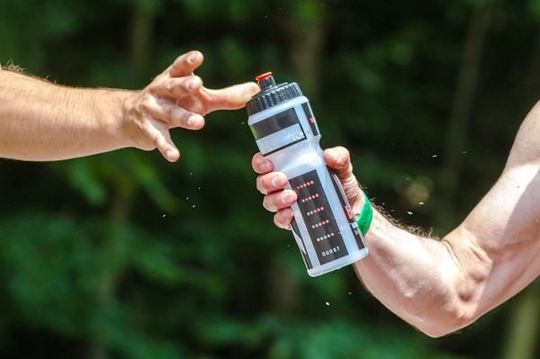 運動飲料藏陷阱!1瓶=嗑7顆方糖…專家曝「超可怕熱量」不小心就過量