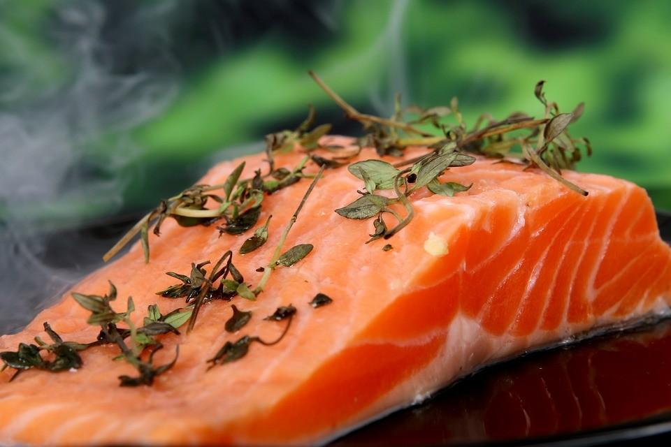 生酮,奶油,油,鮭魚,butter,蛋 。(圖/pixabay)