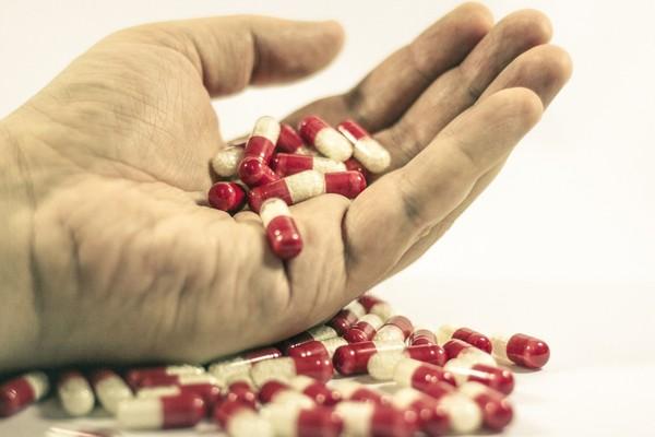 ▲▼藥丸、藥品、死亡、生病             。(圖/取自免費圖庫pixabay)