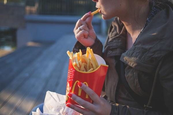 ▲速食,高熱量,垃圾食物 。(圖/pixabay)