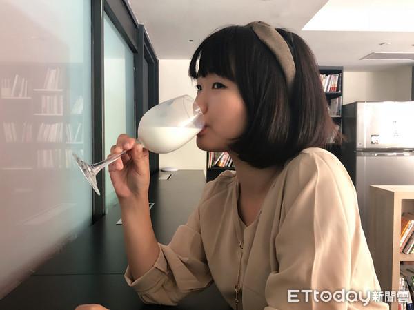 ▲喝牛奶/鮮乳。(圖/ETtoday)