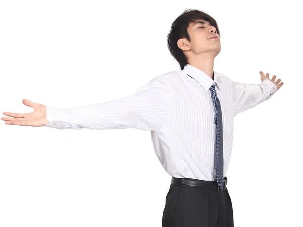▲▼壓力,深呼吸,放鬆,吸氣,吐氣,伸懶腰,舒壓,上班族。(圖/視覺中國CFP)