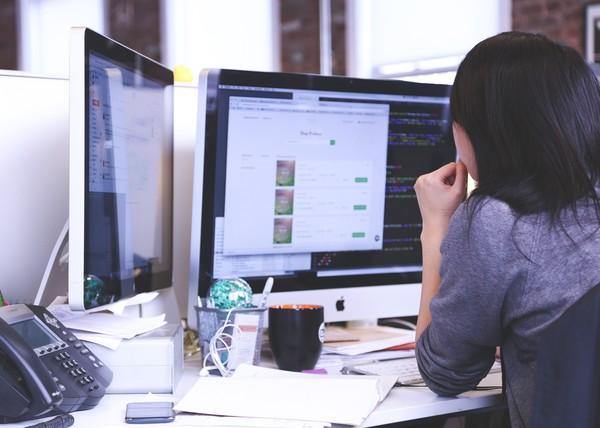 ▲▼上班、工作、下班、電腦             。(圖/取自免費圖庫pixabay)