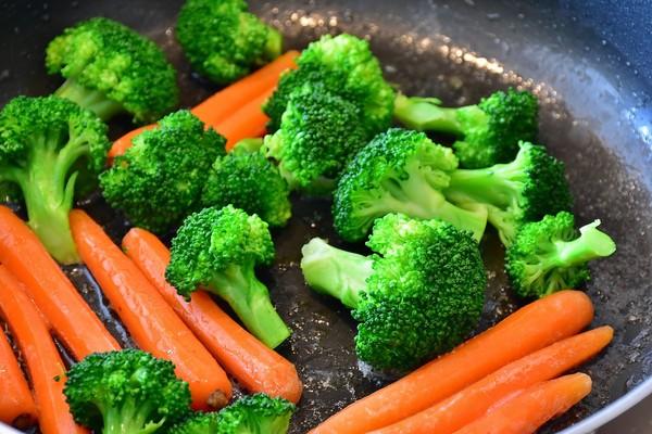 ▲▼花椰菜,烤肉,蔬菜,胡蘿蔔,烤肉串,炭烤。(圖/翻攝自pixabay)