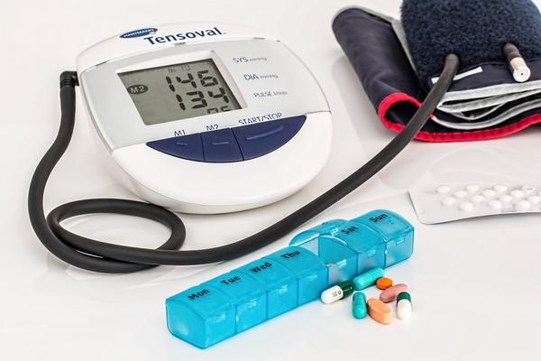 ▲▼ 高血壓,心臟病,血壓器,量血壓 。(圖/免費圖庫pixabay)