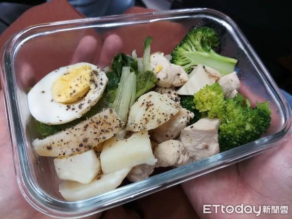 ▲▼水煮餐,便當,蛋,青菜。(圖/記者謝承恩攝影)
